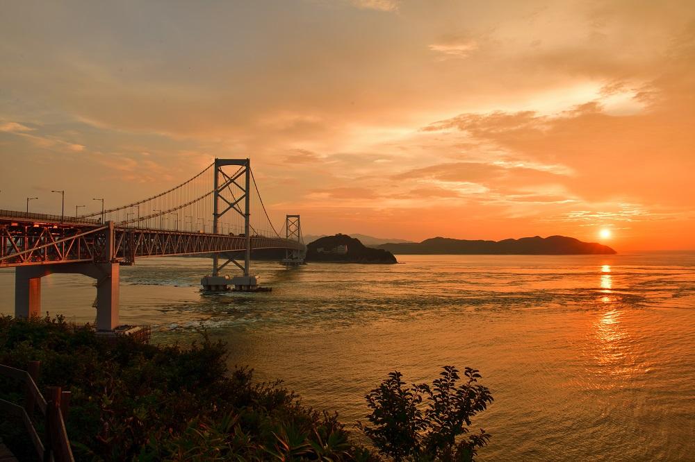 淡路島と四国・徳島県を結ぶ吊橋、大鳴門橋